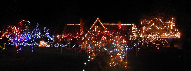 Qualicum Winter Events-2017 VIU's Milner Gardens Christmas Magic